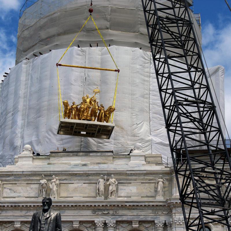 Statue hoist